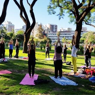 Clase de Yoga Fit y Nutrici贸n